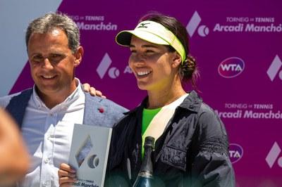 Arcadi Manchon, Director del Torneo junto a la Campeona de Individual.